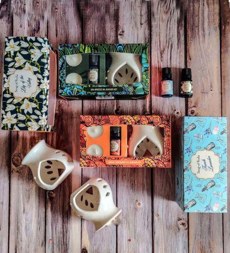 Little Pleasures Aroma Burner Gift Set with Oil & 2 T Lights